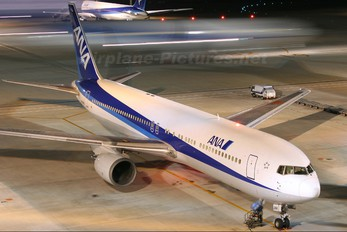 JA8288 - ANA - All Nippon Airways Boeing 767-300