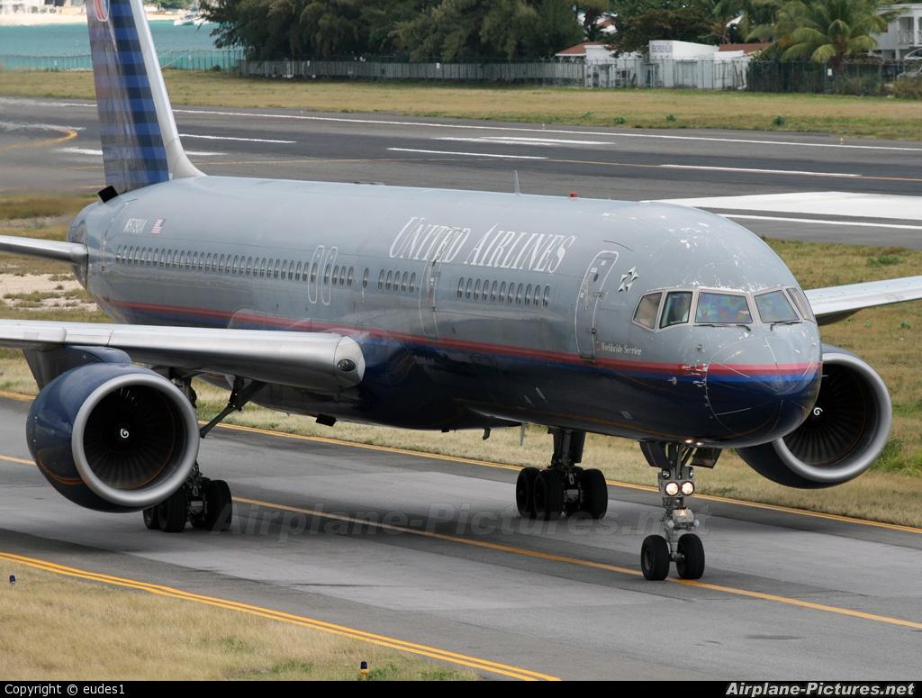 United Airlines N573UA aircraft at Sint Maarten - Princess Juliana Intl
