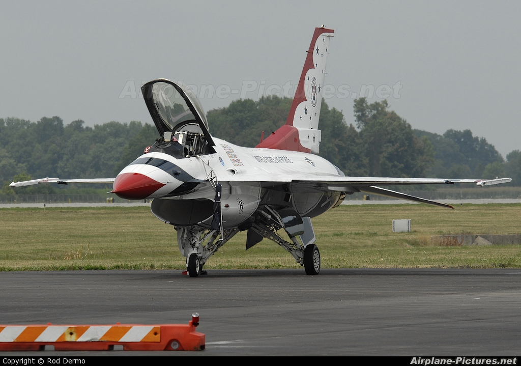 USA - Air Force : Thunderbirds 87-0303 aircraft at Dayton - James M. Cox Dayton Intl