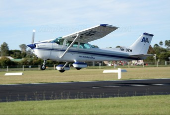 VH-DZW - Austrek Aviation Cessna 172 Skyhawk (all models except RG)