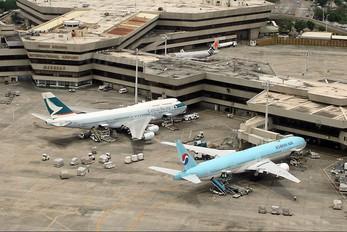 HL7573 - Korean Air Boeing 777-300