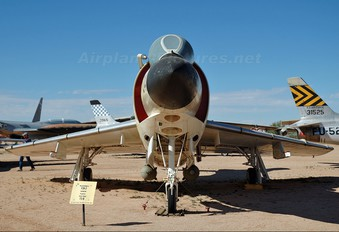 143492 - USA - Navy McDonnell F- 3 Demon