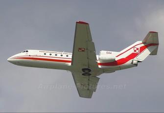 044 - Poland - Air Force Yakovlev Yak-40