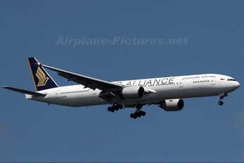 9V-SYE - Singapore Airlines Boeing 777-300