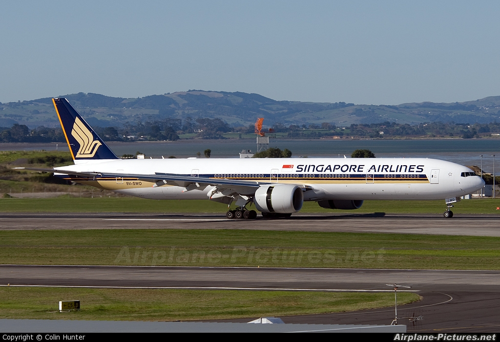 Singapore Airlines 9V-SWO aircraft at Auckland Intl