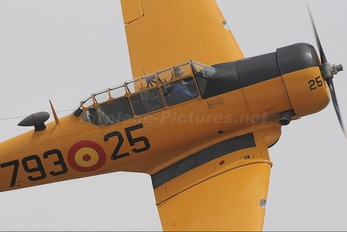 EC-DUM - Fundación Infante de Orleans - FIO North American Harvard/Texan (AT-6, 16, SNJ series)