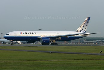N220UA - United Airlines Boeing 777-200ER