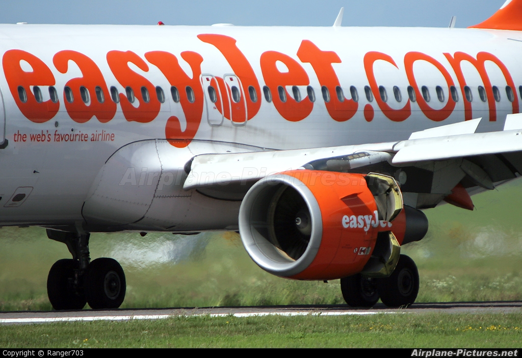 easyJet G-EZEO aircraft at Inverness