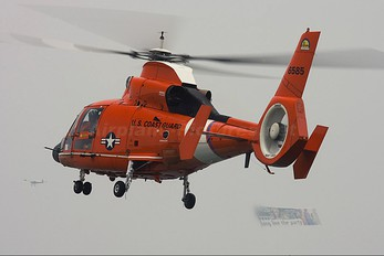 6585 - USA - Coast Guard Aerospatiale MH-65C Dolphin