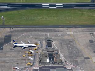 EI-DHH - Ryanair Boeing 737-800