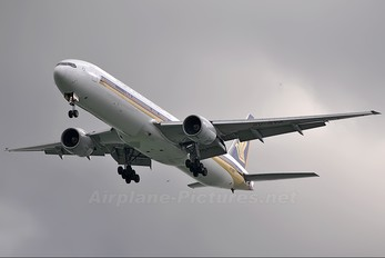 9V-SYA - Singapore Airlines Boeing 777-300