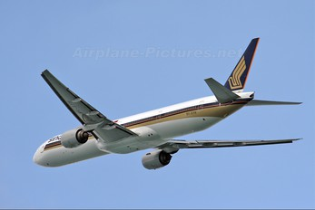 9V-SYH - Singapore Airlines Boeing 777-300