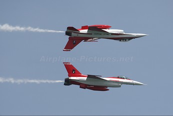 - - Singapore - Air Force General Dynamics F-16C Fighting Falcon