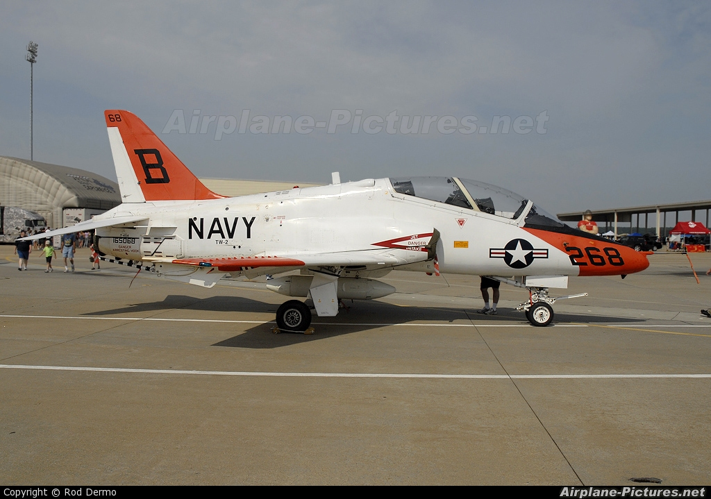 USA - Navy 165068 aircraft at Hampton - Langley