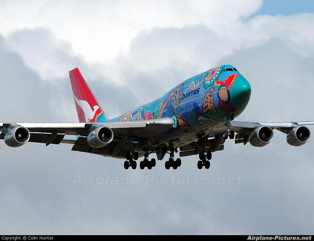 QANTAS VH-EBU aircraft at Auckland Intl
