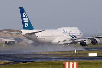 ZK-NBW - Air New Zealand Boeing 747-400