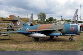 101 - Museum of Polish Army PZL Lim-6bis