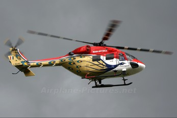 J4043 - India - Air Force: Sarang Display Team Hindustan Dhruv