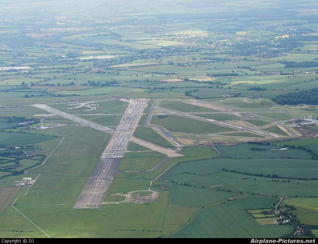 - Airport Overview - aircraft at Bedford - Thurleigh