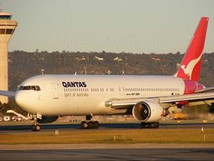 VH-OGK - QANTAS Boeing 767-300ER