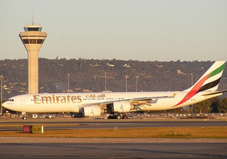 A6-ERH - Emirates Airlines Airbus A340-500