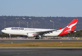 VH-EBK - QANTAS Airbus A330-200