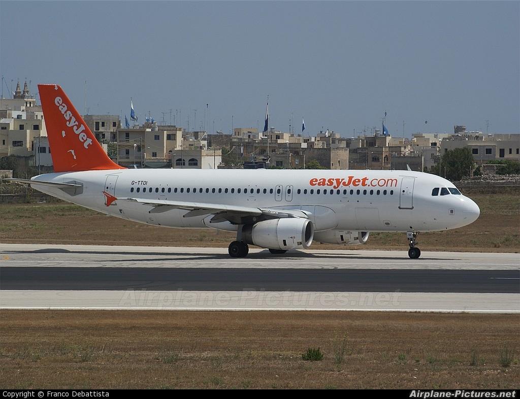 easyJet G-TTOI aircraft at Malta Int