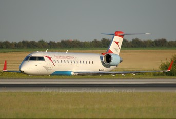 OE-LCM - Austrian Airlines/Arrows/Tyrolean Canadair CL-600 CRJ-200
