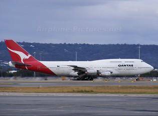 VH-EBX - QANTAS Boeing 747-300