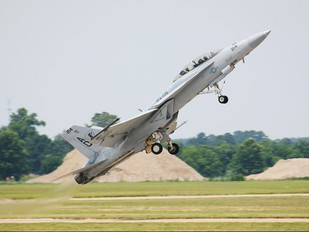 165799 - USA - Navy McDonnell Douglas F/A-18F Super Hornet