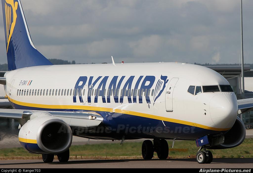 Ryanair EI-DWV aircraft at Inverness
