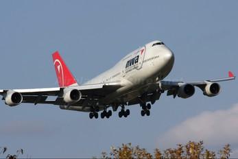 N662US - Northwest Airlines Boeing 747-400
