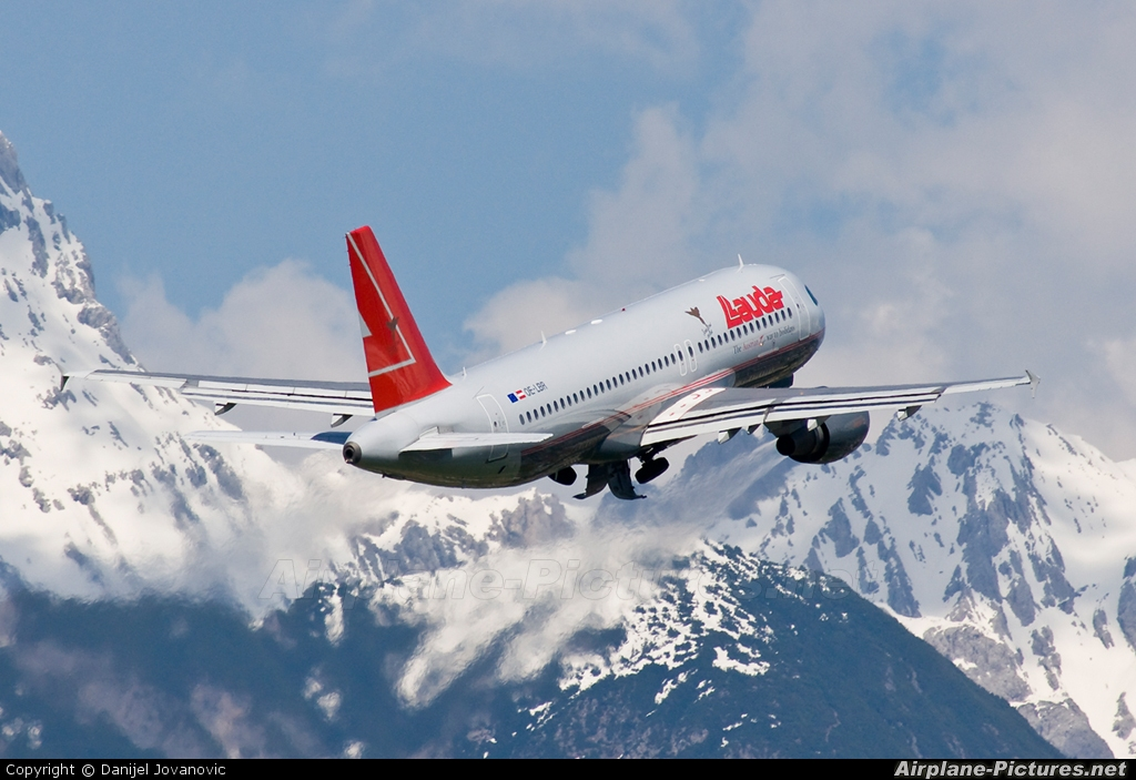 oe lbr lauda air airbus a320 at innsbruck photo id. Black Bedroom Furniture Sets. Home Design Ideas