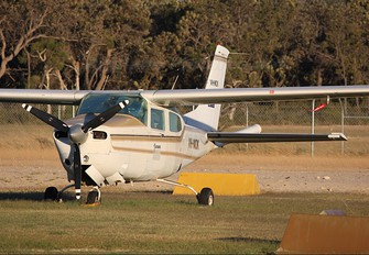 VH-MOK - Private Cessna 210R