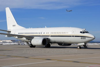 165830 - USA - Navy Boeing C-40A Clipper