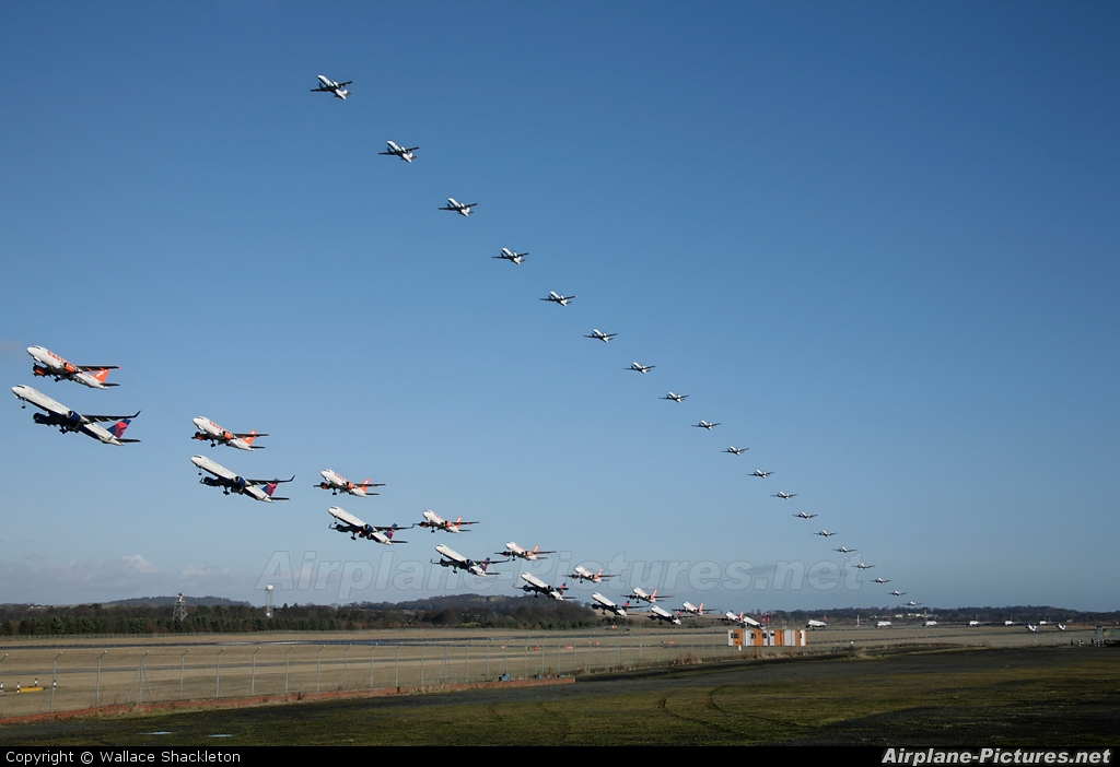 - Airport Overview - aircraft at Edinburgh