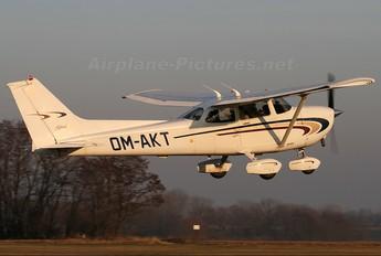 OM-AKT - Air Carpatia Cessna 172 Skyhawk (all models except RG)