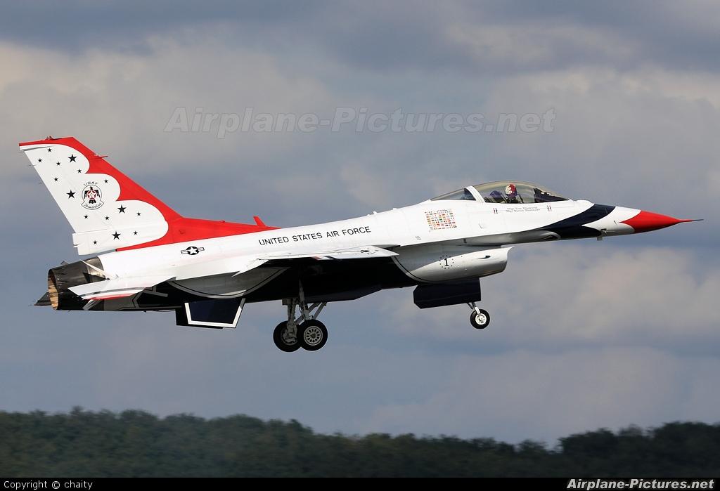 USA - Air Force : Thunderbirds 92-3880 aircraft at Subang - Sultan Abdul Aziz Shah