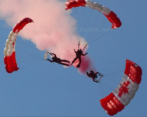 - - Canada - Air Force Parachute Parachutist
