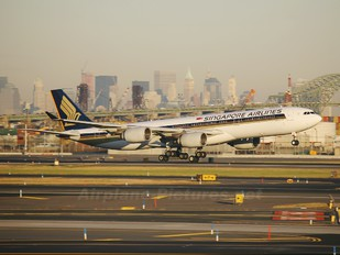 9V-SGE - Singapore Airlines Airbus A340-500