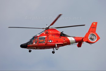 6502 - USA - Coast Guard Aerospatiale MH-65C Dolphin