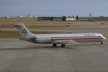 N7548A - American Airlines McDonnell Douglas MD-82