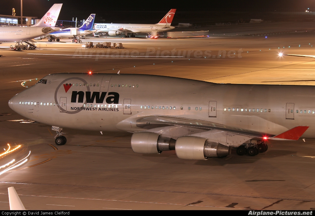 Northwest Airlines N672US aircraft at Chubu Centrair Intl