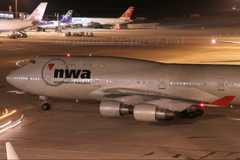 N672US - Northwest Airlines Boeing 747-400
