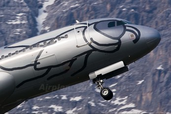 OE-LEO - Niki Airbus A320