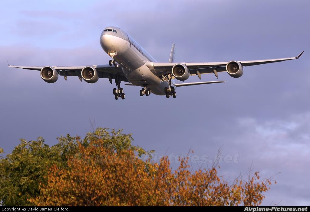 Qatar Airways A7-AGB aircraft at London - Heathrow