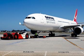 VH-QPB - QANTAS Airbus A330-300