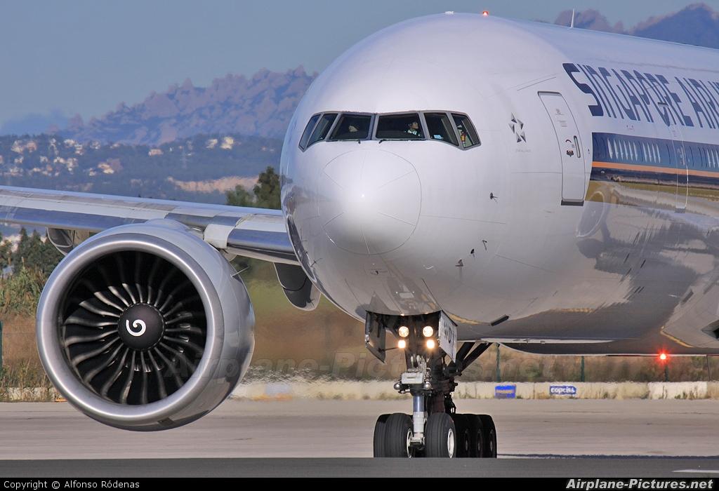 Singapore Airlines 9V-SWB aircraft at Barcelona - El Prat
