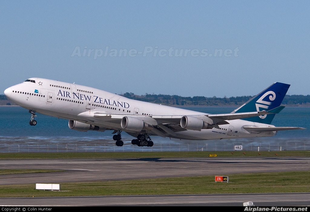 Air New Zealand ZK-SUH aircraft at Auckland Intl