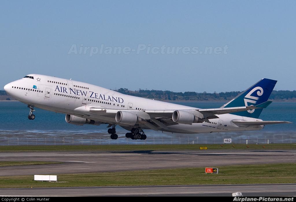 Air New Zealand ZK-SUH aircraft at Auckland Intl